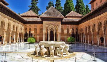 Alhambra-Patio-de-los-Leones-4